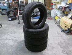 Pirelli - Used four studless tires (235 / 60R18).